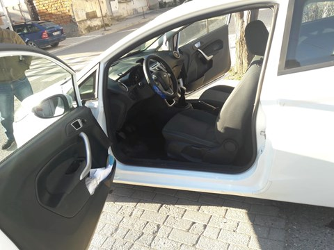 2012 Ford Fiesta E Bardhë Ne Shitje Foto 6